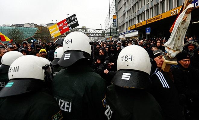ReutersKaiPfaffenbacheurope-islam-radicalism-us.si